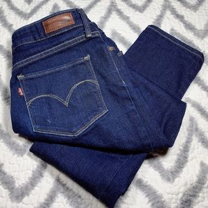 Classic Chic, LEVI'S, Bold Curve, Skinny Jeans!!